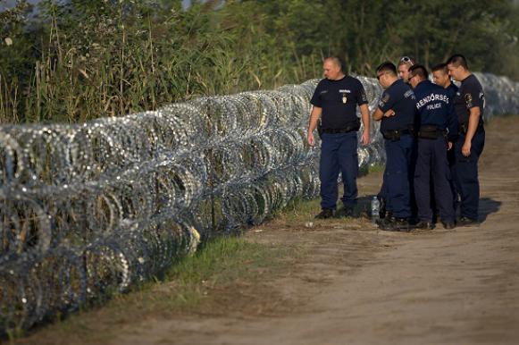 Венгрия пустила ток по приграничному забору, чтобы защититься от нелегалов