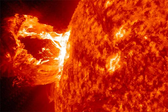Стало известно, почему происходят вспышки на Солнце