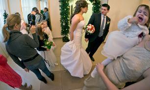 Минюст даст родителям право отменять свадьбы старшеклассников