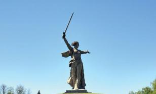 """Сторонники Навального поглумились над памятником """"Родина-мать зовет!"""""""