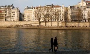 Ограбили, раздели и выбросили в Сену: Лицеистка стала жертвой мигрантов