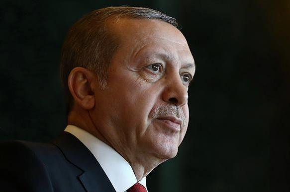 """Турецкий парламент объявляет Эрдогана """"великим султаном"""""""