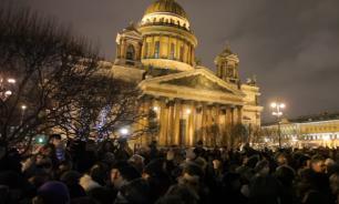 """На """"встречу с  депутатами"""" по поводу Исаакиевского собора собрали две тысячи человек"""