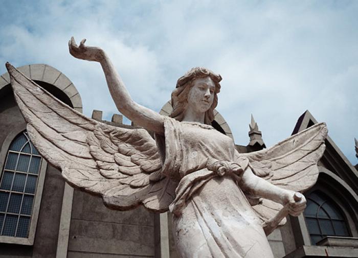 Священник подтвердил, что девочка видит ангелов