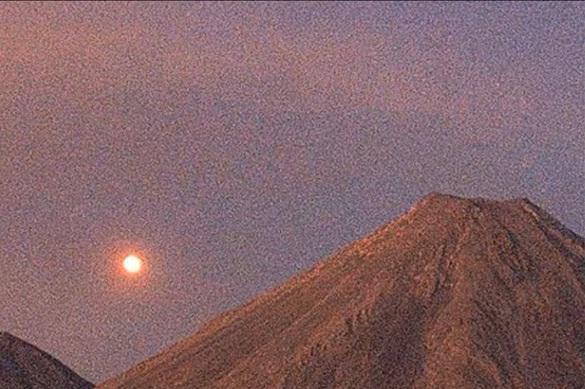 У вулкана Колима уфолог увидел два НЛО, заходящих на посадку. ВИДЕО