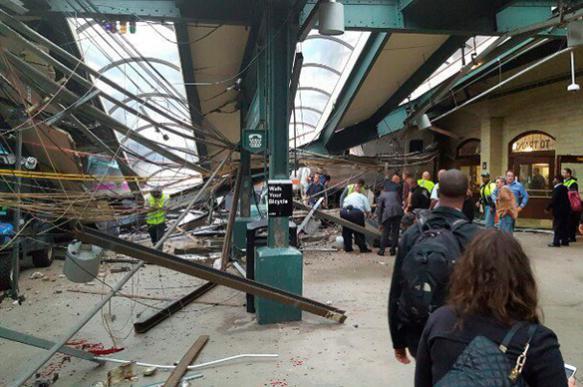 При крушении поезда в США пострадали около ста человек