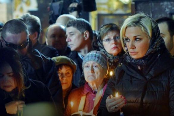 Неуместный для похорон макияж Максаковой стал причиной для обсуждений