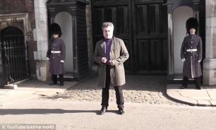 """1:0 — Настырному туристу в Лондоне """"повезло"""" разозлить королевского гвардейца. ВИДЕО"""
