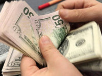 За сутки Центробанк вложил в рубль $2,5 млрд