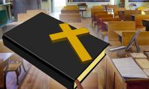 """Академики: Школьникам надо изучать Библию вместо """"Войны и мира"""""""