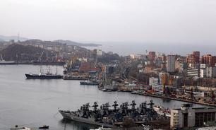 """Любопытные горожане уничтожили """"корабль-призрак"""" во Владивостоке"""