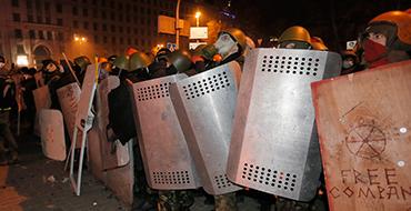 """Политолог: На Майдане заправляют """"отмороженные"""""""