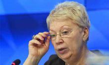 """Министр образования вернет школу к """"лучшим советским традициям"""""""