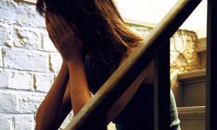 Студенты изнасиловали безработную танцовщицу в закрытой кальянной