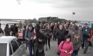 Бравая делегация Украины пришла к КПП у Крыма, но разбежалась, завидев российский КамАЗ