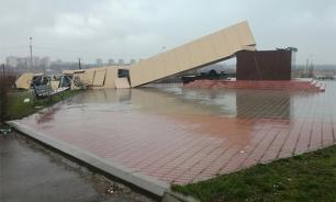 ЧП в Волгодонске: ветер уронил памятник строителям