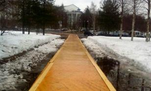 Одну из улиц Архангельска украсил паркет вместо тротуара