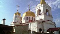 Храм Михаила Архангела в Грозном основан в 1892 терскими казаками. Грозненский храм был почти полностью разрушен во время первой и второй чеченских войн: в январе 1995 года рухнул купол, а в ходе второй кампании церковь уничтожили авианалеты.