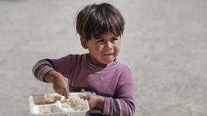 ООН и Международная организация труда рассматривают детский труд как эксплуатацию, то есть, по сути, в мире он признан незаконным. Однако в огромном количестве стран он все равно существует. Какие уж там законы, если даже из труда несчастных малолеток можно извлечь прибыль… И тут стоить вспомнить отвергнутого сейчас Карла Маркса, который говорил еще полтораста лет назад, что  полное запрещение детского труда в условиях капитализма является пустым благочестивым пожеланием .