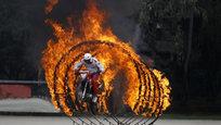 Канадские боевые летчики в небе над Литвой, индийский спецназ в огне на тигре-мотоцикле, парад кенийских воинов прямо на стадионе — эти и другие сюжеты в нашем сегодняшнем военном обозрении.