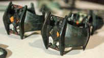 Государственный Исторический музей получил в дар клад, найденный под Брянском. Причем эти артефакты были изъяты сотрудниками ФСБ у так называемых  черных археологов .