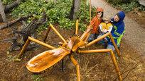 Гигантский паук, остановка из трех букв и шедевры из хлама