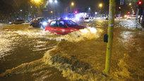 Наводнения, аварии... Мойщикам окон повезло