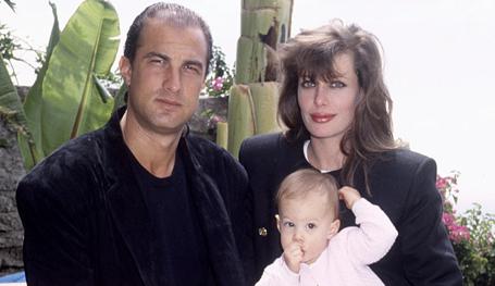 Няня для малышей — соблазн для их отца. Гувернантка в семье Маркса родила внебрачного ребенка от Карла. Крепостной девкой соблазнился Герцен. Все семьи несчастливы одинаково. Голливуд тому подтверждение.