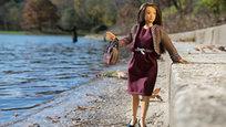 Американский дизайнер Николай Ламм представил свету новую куклу, каноны красоты которой далеки от привычных Барби. Новая игрушечная девушка имеет широкую талию, небольшой животик и совсем не накрашена.
