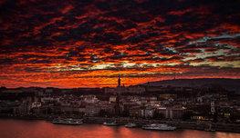 Венгерская столица горит в природном зареве, пылая гаммой вечернего заката… Смотреть хочется вечно, тушить — никогда!