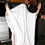 Эпатажная Леди Гага, которую на Западе именуют иконой стиля, недавно сделала татуировку на подмышке. Очередное тату исполнительница посвятила пятилетнему юбилею своего альбома The Fame Mother. А чему посвящает она свои вызывающие наряды?