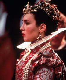 Любая актриса на время может стать королевой, как пешка превратиться в ферзя.
