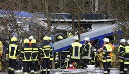 Лобовое столкновение двух пассажирских поездов в Германии — это несчастный случай. Такое заявление сделали в баварской полиции, отвергнув версию теракта.