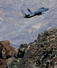 Боевые самолеты на потребу туристам