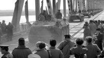 15 февраля отмечается 23-я годовщина вывода советских войск из Афганистана. Война длилась девять лет, один месяц и 19 дней. Единого мнения о случившемся нет до сих пор, но сомнению не подвергаются мужество и честь, с которыми советские солдаты выполняли свой интернациональный долг