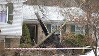 Недалеко от столицы США в штате Мэриленд произошло крушение легкого самолета, который упал на жилой двухэтажный дом.