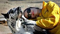Беременный тяжелоатлет, проблемы малютки-жеребца и овца в телогрейке — самое интересное в фотографиях.