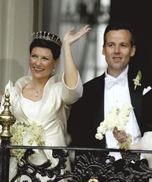 Все могут короли, но не жениться по любви — гласит известная песня. Но разве остановишь щепетильных принцесс!
