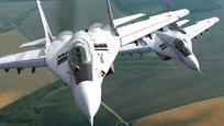 Технологическое противостояние авиационных супердержав - России и США - длится уже не один десяток лет. Формально возможности основных истребителей двух стран примерно равны, но эксперты сходятся во мнении, что в открытом противостоянии у американских F-15 и F-16 нет шансов против российских Су-27 и МиГ-29. После единственного учебного боя наших «сушек» с западными «орлами» западным пилотам рекомендовали не вступать в открытый бой с русскими.