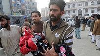 16 декабря более 140 человек было убито в результате атаки пакистанских талибов на школу в городе Пешаваре на севере Пакистана, говорится в сообщении представителя пакистанской армии Асима Байва.