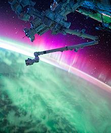 За 340 дней пребывания на Международной космической станции американскому астронавту Скотту Келли удалось сделать серию изумительных снимков Земли, космоса и других планет.