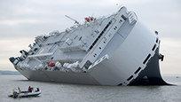 У берегов Великобритании едва не потерпело крушение грузовое судно. На юго-востоке Индии автобус упал в ущелье. В столице Кении Найроби рухнуло здание. Авиакатастрофа в Новой Зеландии.