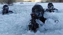 Каждый год в начале января в Южной Корее проходят показательные зимние учения South Korea s Army Special Warfare Command (SWC) — особого подразделения южнокорейской армии, которое проводит специальные операции в стране. Подготовка у этого спецназа особенная. Бойцы должны уметь действовать в условиях сильной заснеженности и больших морозов.