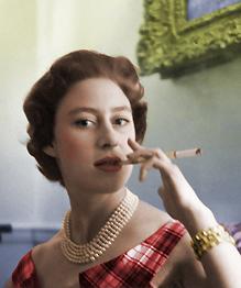 Младшая сестра царствующей королевы Елизаветы II принцесса Маргарет Роуз (Margaret Rose) всегда оставалась в тени королевы, но от этого не стала менее известной, правда скандально...