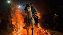 Огненные скачки в честь заступника животных