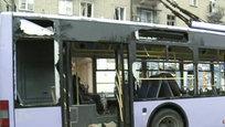 В Донецке снаряд попал в остановку общественного транспорта и троллейбус. Очевидцы сообщаюто массовой гибели людей.