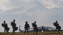 Крепость повстанцев в Донецке, усиление тренировок армии США и афганские солдаты, брошенные наедине с талибами, — эти и другие темы в нашем традиционном военном обозрении.