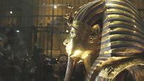 Маска Тутанхамона, ворон атаковал голубку папы римского и тряпица в крови президента США.