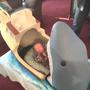 Житель Нью-Йорка, вдохновленный фильмом  Челюсти , сделал для своего двухмесячного племянника кроватку.