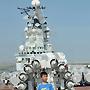 Бывший советский тяжелый авианесущий крейсер  Киев , в середине лихих 90-х проданный в Китай за бесценок на металлолом, превратился в роскошный туристический комплекс с фешенебельными отелями, аттракционами и экскурсионными маршрутами по тематическому военному парку на борту корабля.